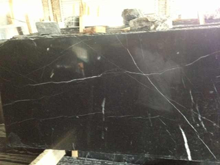 Natural chino Black Marble Slab con Nero Marquina Tile (milirutherford)